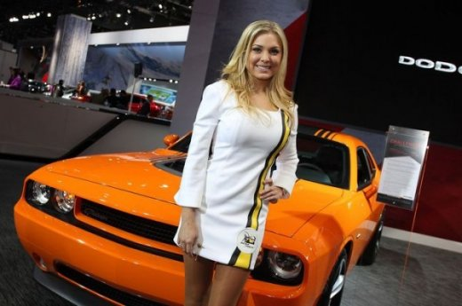Girls-Detroit-Motor-Show-fotoshowImage-a45154b8-747034