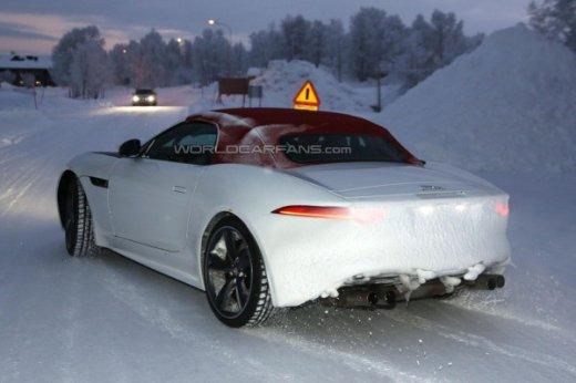 Jaguar F-Type сзади
